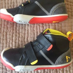 """Plae """"Max"""" leather high tops kids size 1/EU32"""